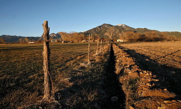 A Taos Field Evokes the Extraordinary/By Henry Shukman