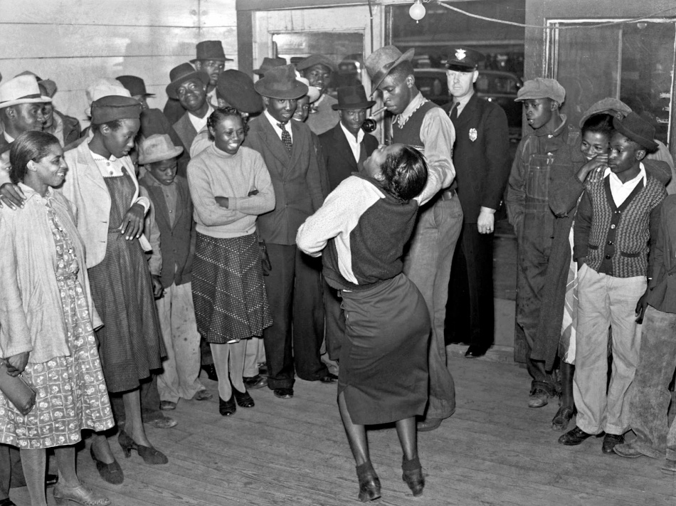 Marion Post Wolcott - Negroes jitterbugging in a juke joint on Saturday afternoon. Clarksdale, Mississippi Delta, 1939