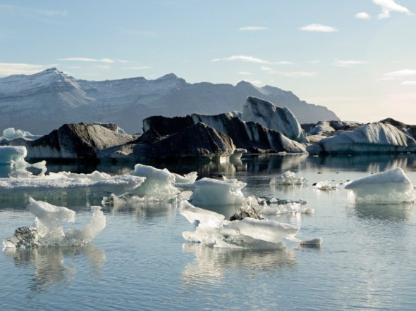 icebergs-916e36f7861c1d40886bf4d4ef58ee604a97a3c7-s800-c85