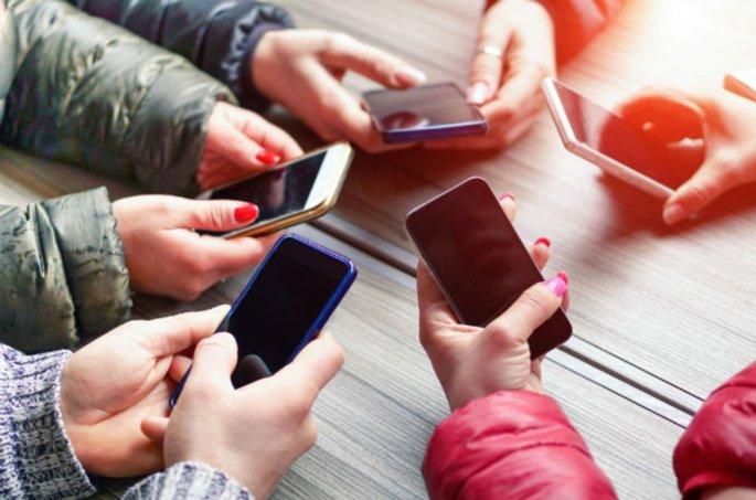 shutterstock_mobiles.jpg