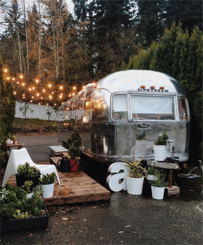 an-ambitious-couples-diy-overhaul-of-a-decrepit-1971-airstream-sovereignpurchased-for-less-than-dollar5000creates-an-airy-retreat-that-feels-much-larger-than-its-200-square-feet.jpg