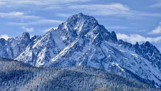 mount-sneffels-after-an-early-autumn-snowfall-near-telluride-co_u-l-q10t2ml0